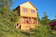 Двухэтажный коттедж для отдыха на турбазе Нуга